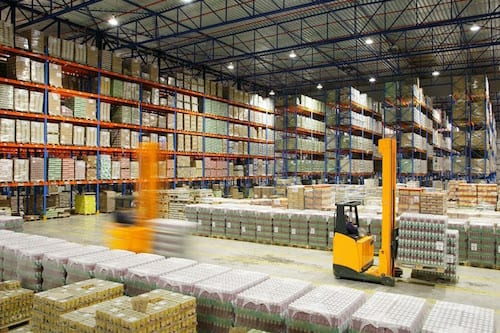 ilustrasi gudang penyimpanan bahan jadi. sumber: http://3.bp.blogspot.com/-6jIb_fauyJY/UwY6HECejYI/AAAAAAAAA28/J2p8iJJlhBQ/s1600/supply+chain+management+solutions1.jpg