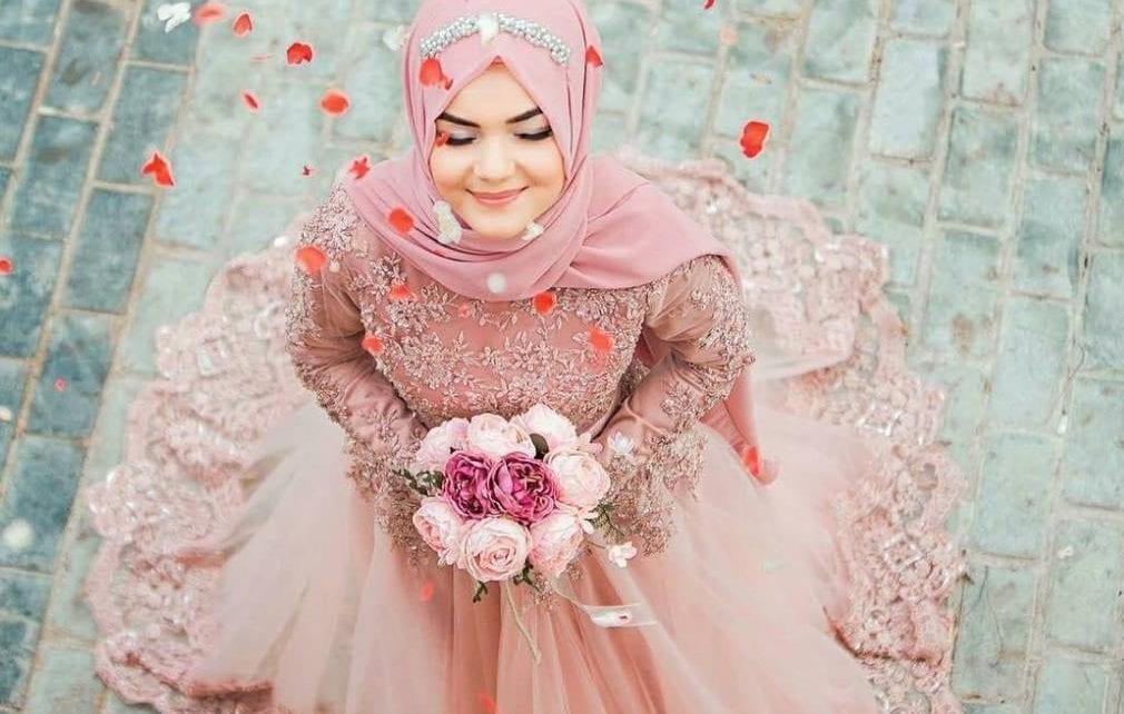Tips memilih gaun pesta muslimah.